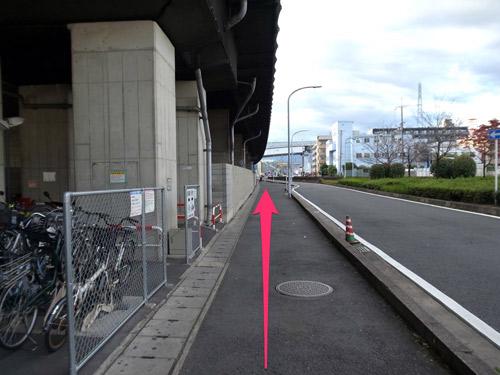 竹田駅名神沿いの道