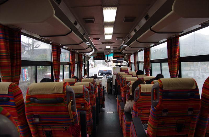 宇野から岡山駅に向かうバスの車内