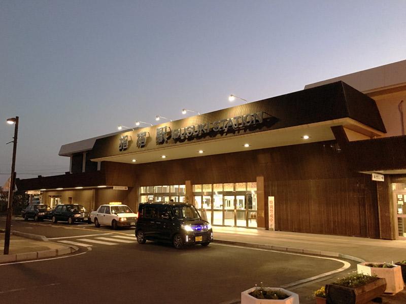 夜の指宿駅