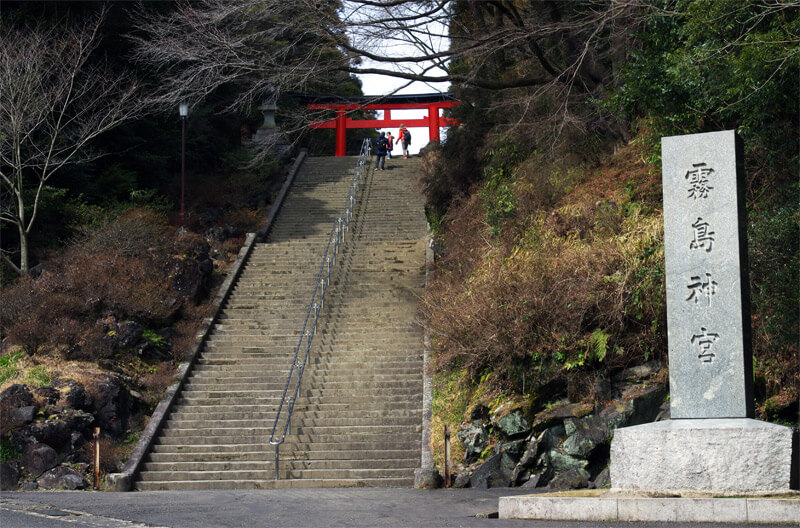 霧島神宮_二の鳥居に続く階段