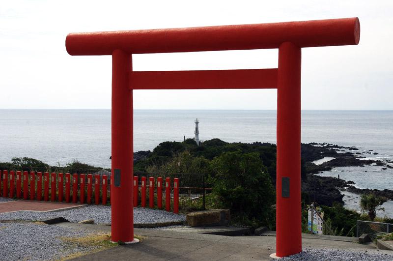 竜宮神社から見える灯台