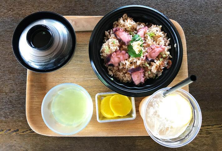 犬島アートプロジェクト チケットセンターカフェのたこ飯セット