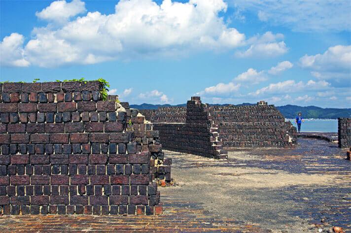 犬島精錬所美術館-カラミ煉瓦造りの擁壁