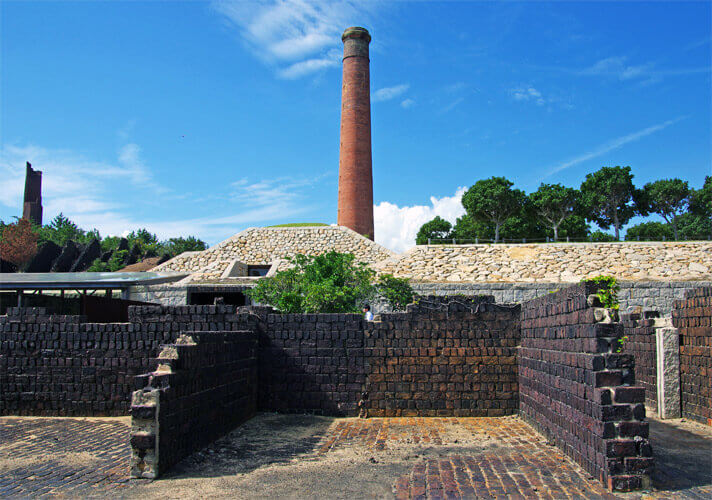 犬島精錬所の煙突