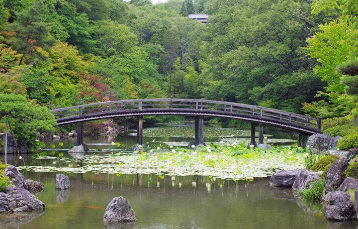 神勝寺 禅と庭のミュージアム|木造歩道橋