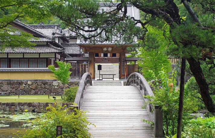 神勝寺 禅と庭のミュージアム|大徹堂に向かう橋