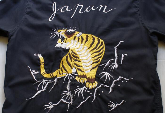 WACKO MARIA(ワコマリア)の50'S SHIRT|背面に施された虎の刺繍のアップ
