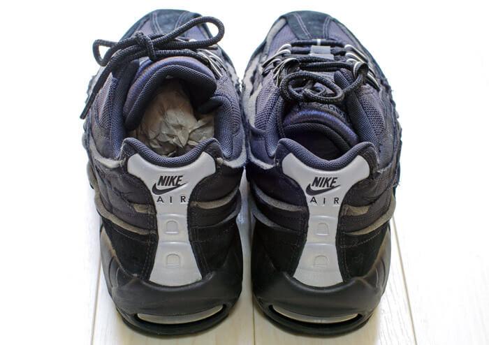 COMME des GARCONS(コム・デ・ギャルソン)× Nike(ナイキ)のコラボレーション スニーカー「Air Max 95(エアマックス 95)」|「黒」のヒールカウンターからの写真