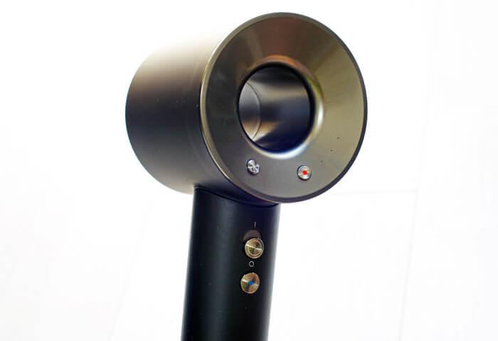 ダイソン(Dyson)のヘアドライヤー「Supersonic(スーパーソニック)Ionic HD03」|背面アップの写真