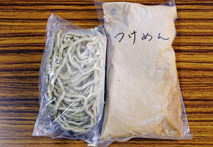 冷凍した状態の麺屋 極鶏のつけ麺