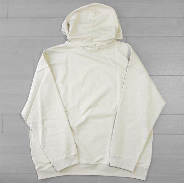 【無印良品2020】N.HOOLYWOOD(エヌハリウッド)のデザイナー尾花大輔が監修するライン「MUJI Labo(ムジラボ)」のフーデッドスウェットシャツ|背面の写真