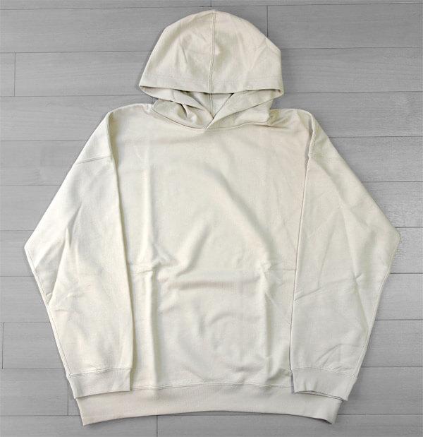 【無印良品2020】N.HOOLYWOOD(エヌハリウッド)のデザイナー尾花大輔が監修するライン「MUJI Labo(ムジラボ)」のフーデッドスウェットシャツ|前面の写真