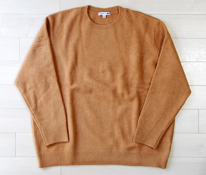 【ユニクロ×JWアンダーソン2020秋冬】ロエベのデザイナーが監修した上品なクルーネックセーター|前面の写真