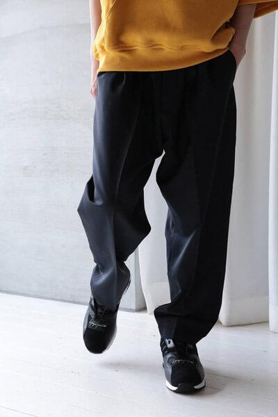 1LDK系ブランド「lownn(ローン)-2020春夏」のスラックスパンツ 着用イメージ