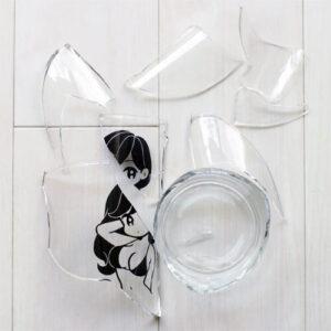 【完売必至アイテム】人気イラストレーター「conix(コニックス)」の割れたビアグラス