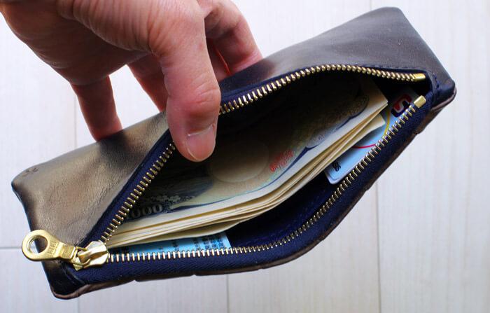 【Tochca(トーチカ)】クロコダイル内縫い折財布|お札・カードと中身を入れた状態
