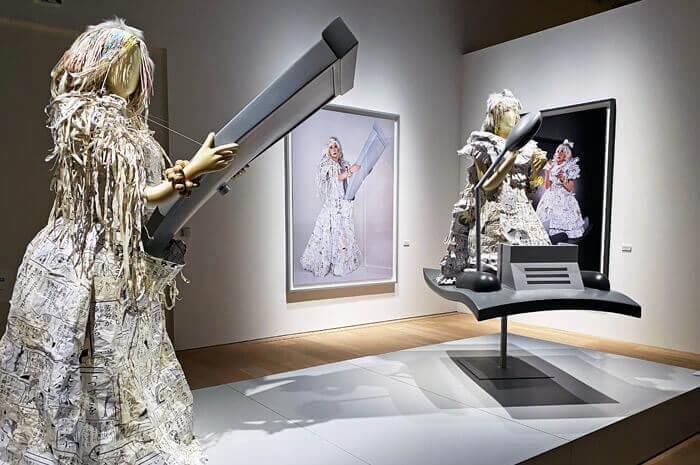 THE ドラえもん展 KYOTO 2021|コイケジュンコ「二〜四次元ドレス」、森村泰昌「時を駆けるドラス/空を越えるドラス」